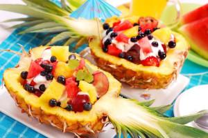 1371478615_fruktovyy-salat-v-ananase