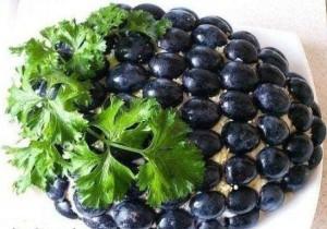 recept-salata-s-kuricej-vinogradnaya-grozd
