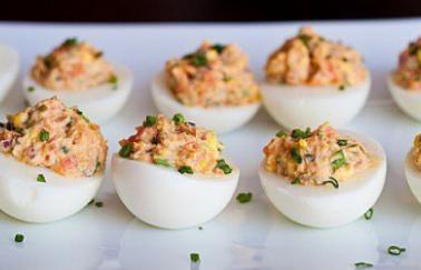 Яйца с копченой красной рыбой