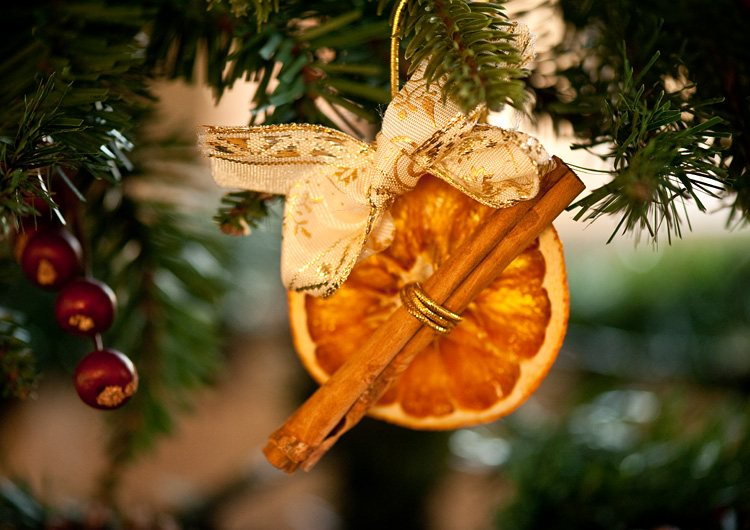 елочная игрушка из апельсина
