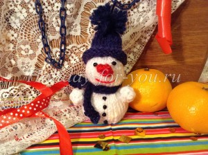 Вязаный снеговик спицами: мастер-класс