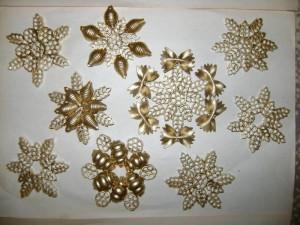 Снежинки из макарон своими руками