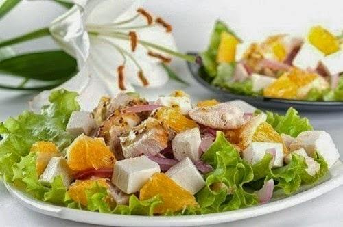Салат с куриным филе и апельсином