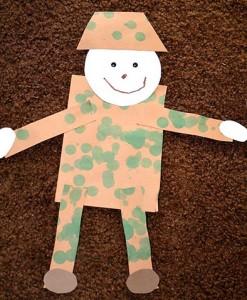 Солдатик в камуфляжной одежде