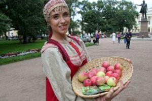 Сценарий на Яблочный Спас с конкурсами