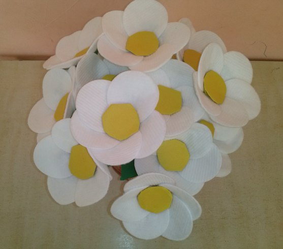 Ромашки из ватных дисков