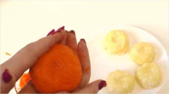 Из морковной смеси делаем пласты