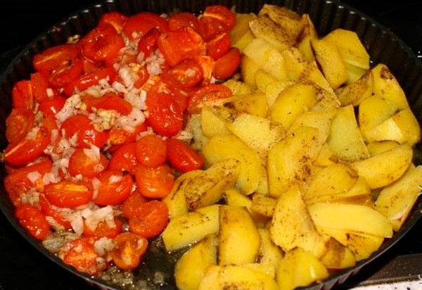 Картофель рубим дольками
