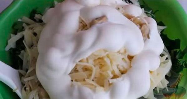 Добавляем потертый сыр