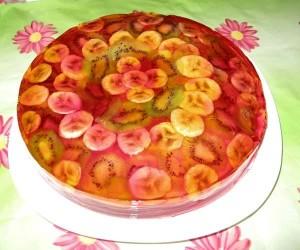 kak-prigotovit-zhelejnyj-tort-s-fruktami-i