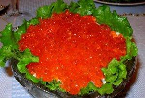 salat-s-ikroj-treski-recept-s-foto