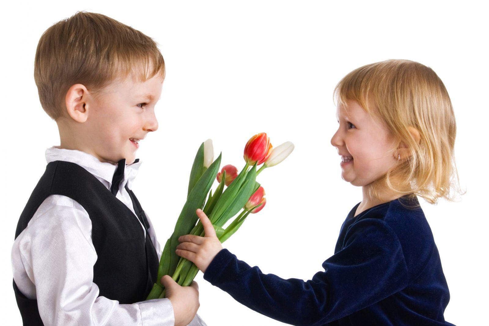 Дарят ли на свадьбу цветы: какие и 83