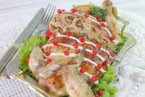 Курица фаршированная блинами: пошаговый рецепт с фото