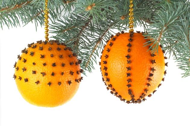 Новогодний шар из апельсиновой кожуры