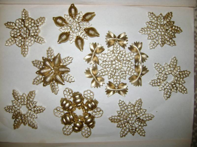 Как сделать снежинку своими руками из макарон