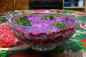 Слоёный салат с овощами и сыром