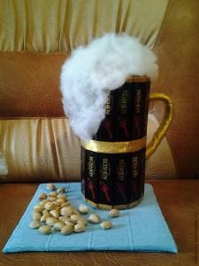 Кружка с пивом из конфет