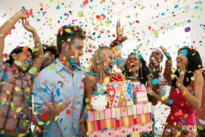 Сценки на день рождения прикольные за столом