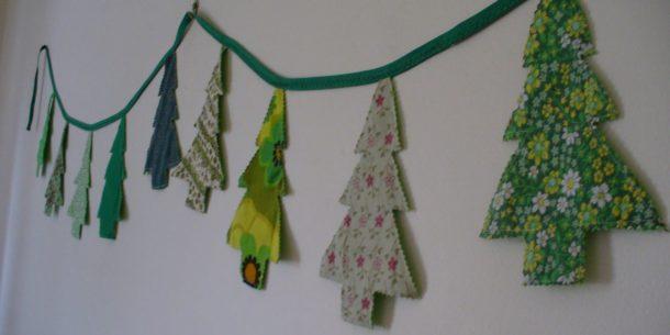 Гирлянда из текстильных елок