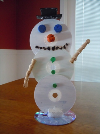 Снеговик из подручных материалов
